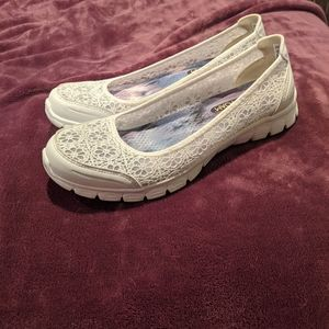 Skechers Shoes - 💌Skechers White Lace Slip On💌